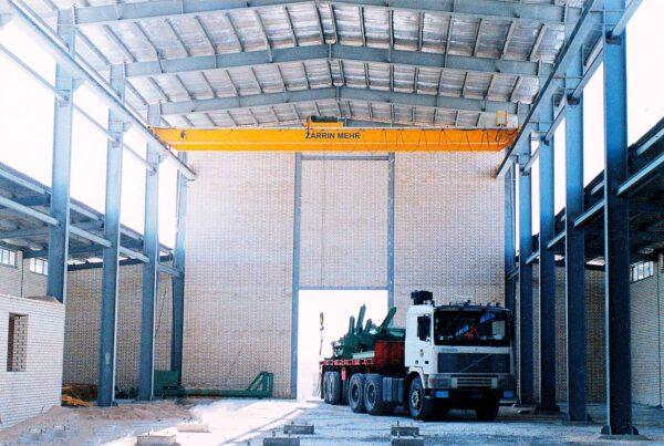 جرثقیل سقفی ۳٫۲ تن شرکت فرآورده های نسوز آذر